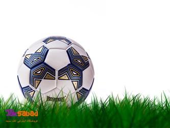 توپ فوتبال چمنی